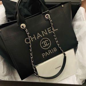 Beautiful Chanel Deauville Medium tote🖤